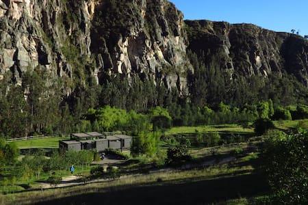 Espectacular casa frente a las rocas de Suesca - Suesca