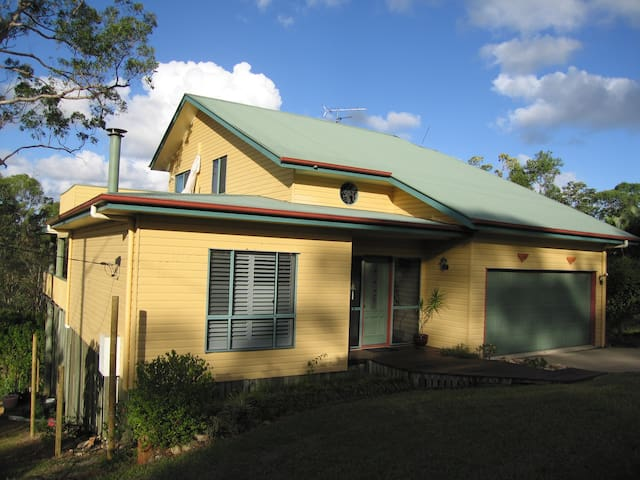Escape to the Tree Top Lodge - Maroochy River - Hus