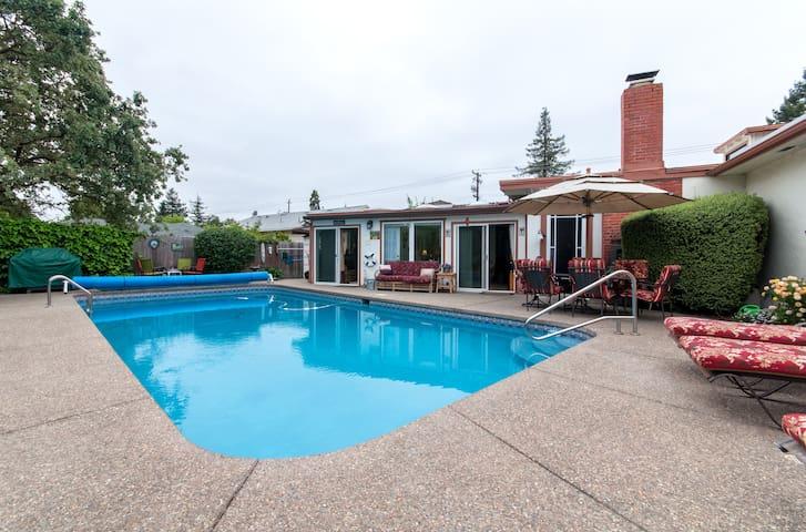 Wine country cabana: large heated pool, jacuzzi!