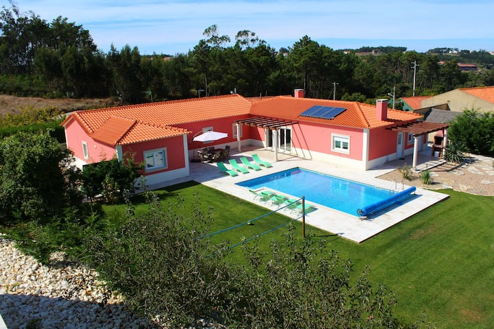 Budget Villa in Salir de Matos with Private Swimming Pool