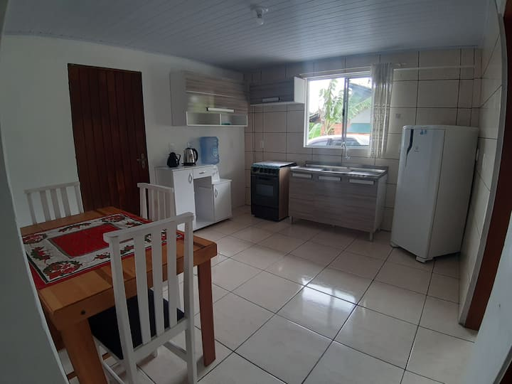 Apartamento mobiliado a 2km da  praia do Campeche!