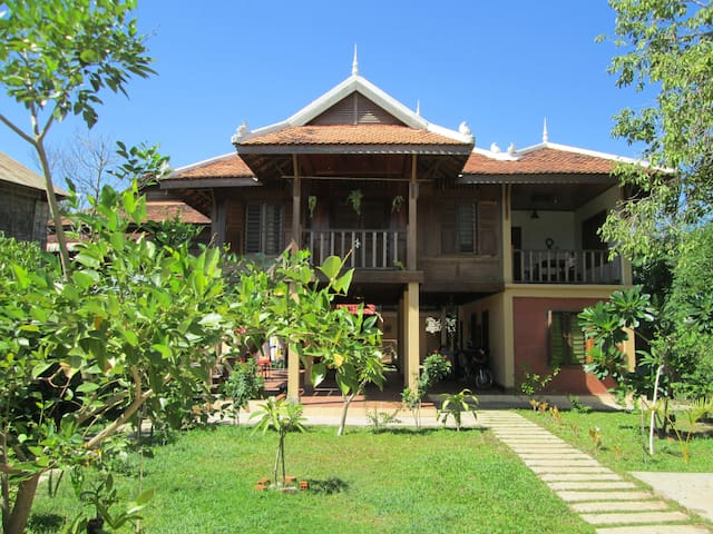 Khmer Traditional House (3+ guest)