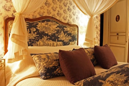 Logis Les Remparts, Bayeux - Bayeux - Bed & Breakfast