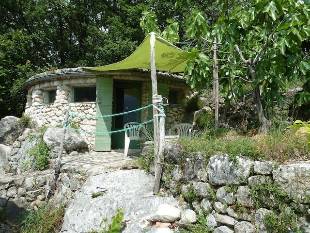 Originale maisonnette en pierre - Saint-Jeannet - Hus