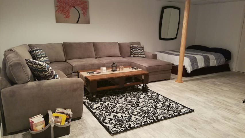 Newly Renovated Private Studio Prime Location - Stroudsburg - House