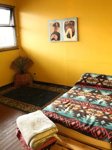 SanJose Trip Room -5 min downtown, Friendly space - Sant Josep