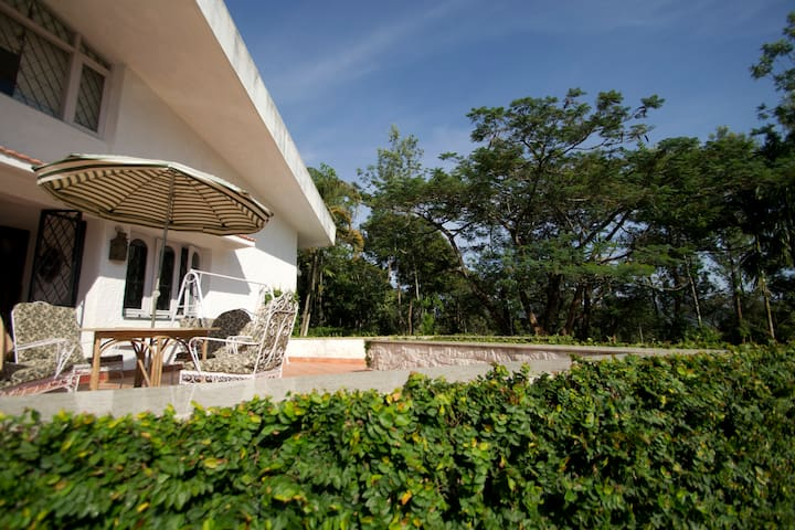 Main bungalow : Open terrace