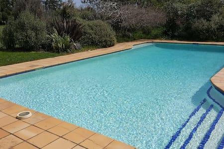 Cosy country B&B - private bathroom, pool. - Auckland