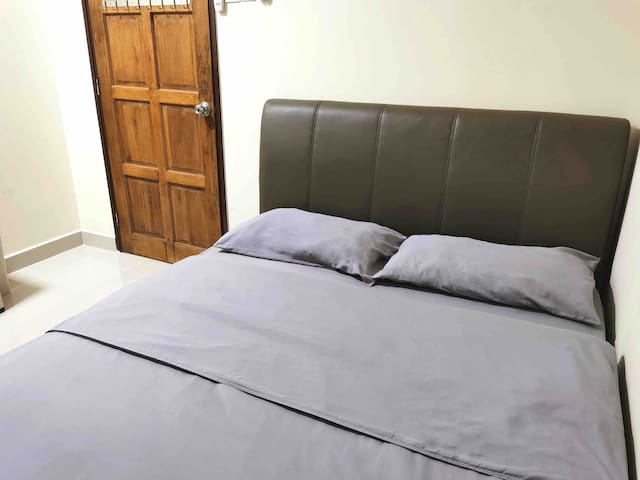 Minimalist cozy BR well equipped near Setia Walk