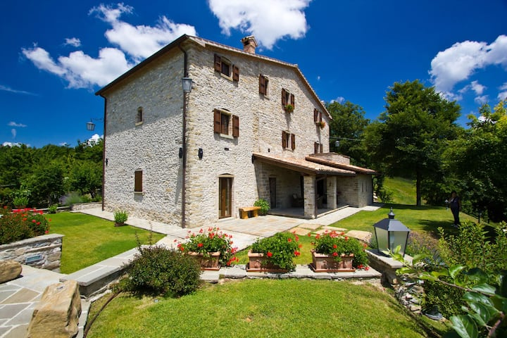 Amazing Villa in Apecchio with Swimming Pool