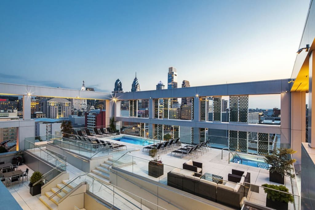 Rooftop pool and hot tub - heated year round