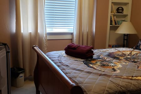 Comfy bed 1 hr from Grand Canyon