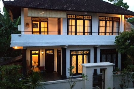 """Sariya homestay""  -1bedroom private apartment at 2nd floor -2.3KM from ubud palace -Room for single, couple, or small family -Breakfast included  -Spacious terrace with Jungle view -Ideal for both short and long stay guests"