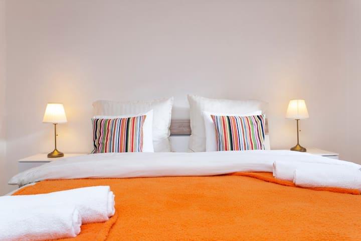 Large bed 200x200cm