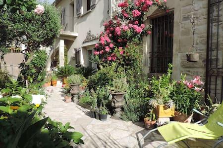 Au coeur d'un village provençal,