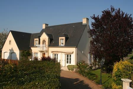 Chambre d'hôtes dans grande maison - Mondrainville
