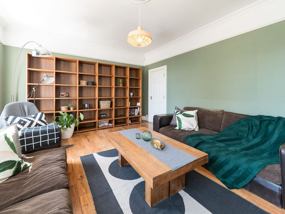 Bright & cozy living room