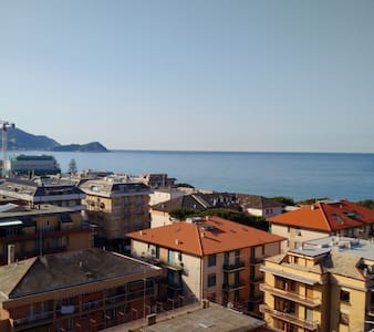 4 LETTI BEDS ON FRONT OF THE SEA - Lavagna