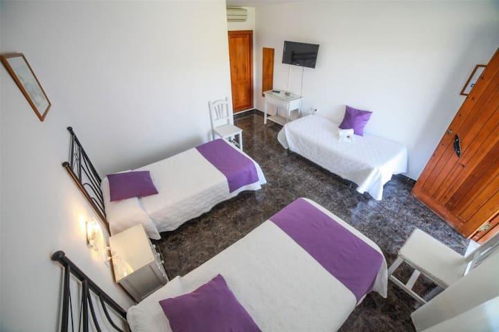 Hostal El Levante - Triple con terraza, baño privado - Tarifa estandar