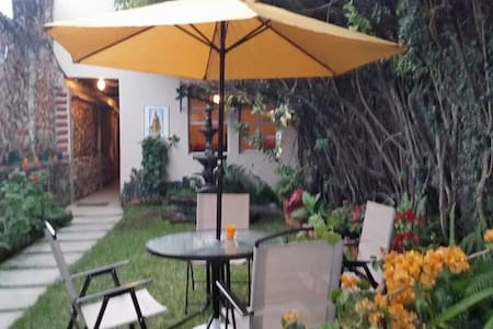 3 Habitaciones en Antigua Guatemala - Bed & Breakfast