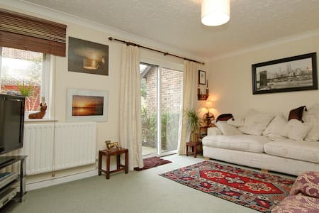 Furnished Home 3 bedroom detached house Camberley - Camberley