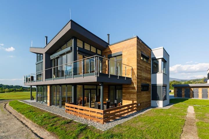 Luxusní apartmán 3KK s terasou na Golfu