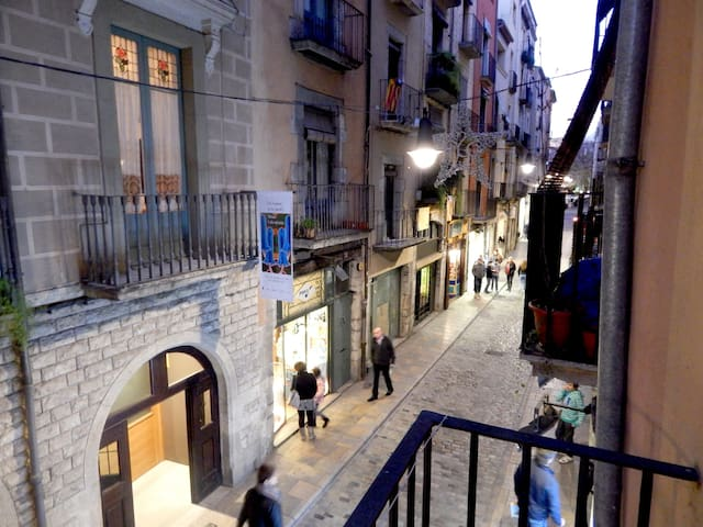 Girorooms loft in Girona Old Town - tourist location