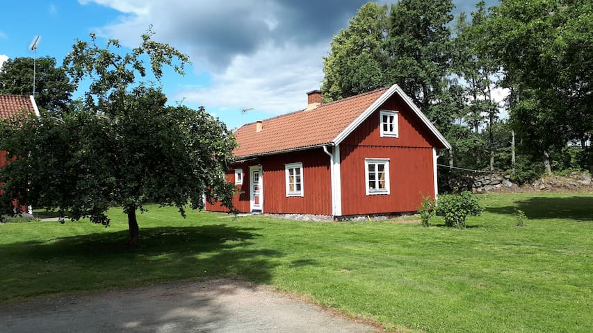 Nice cottage at the country near lake Flyxen