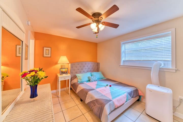 Sandy Haven- 1 BR Apartment, Close to Beach