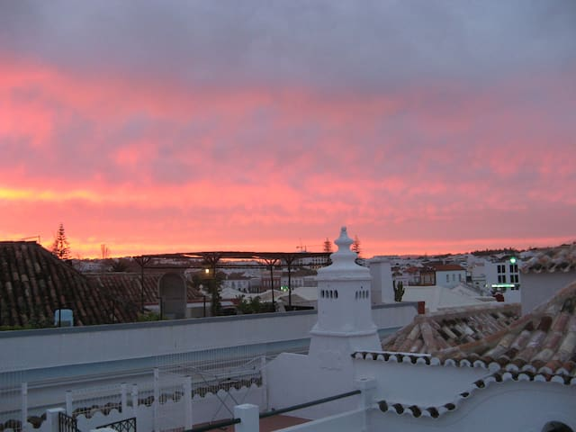 Tavira Apartment with Roof Terrace. - タビラ