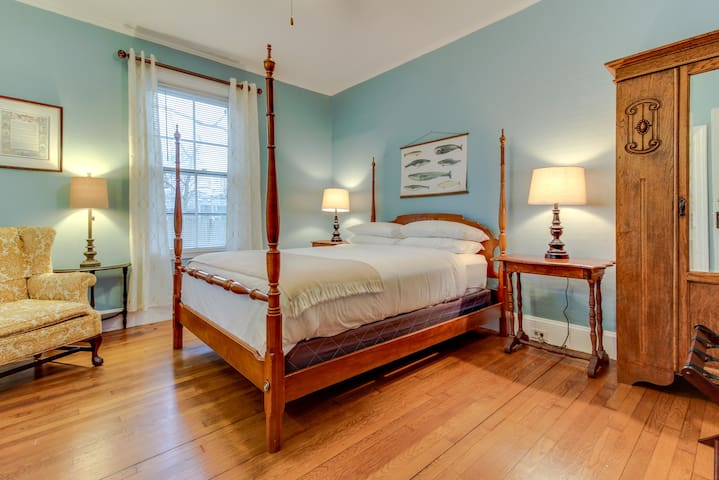 Beautiful room in Sea Captain's home