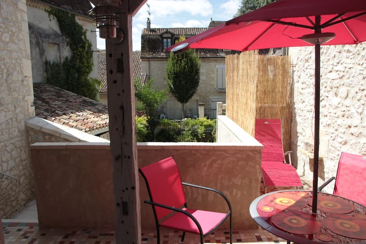 townhouse with sunny terrace - Issigeac - House