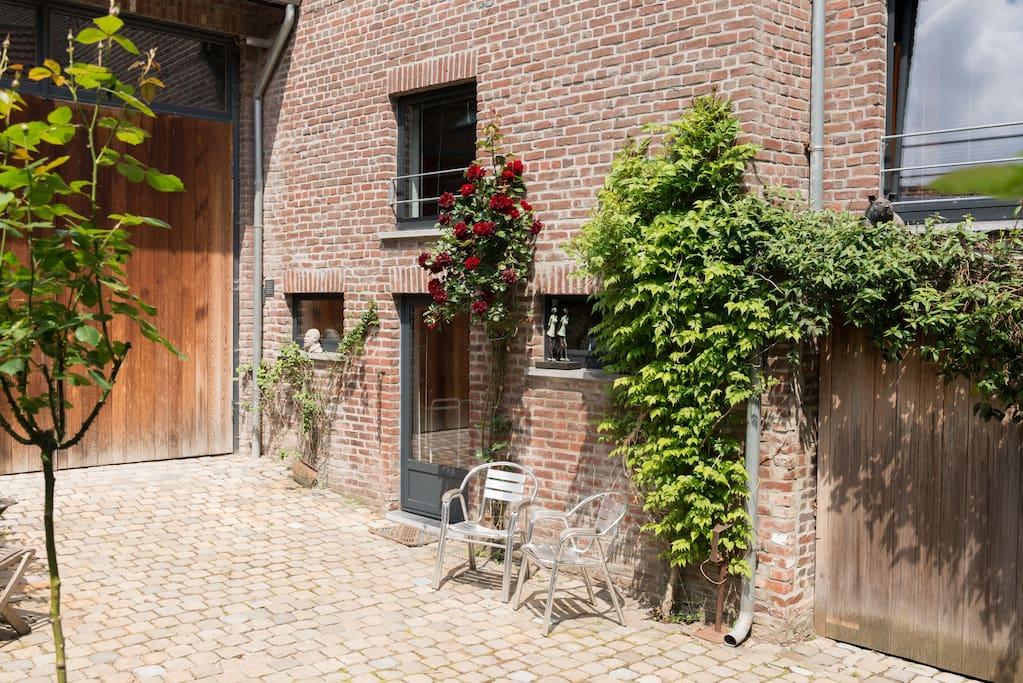 geheel zelfstandige woning met aparte zit- en  slaapkamer/ separate kitchen-living and sleeping rooms
