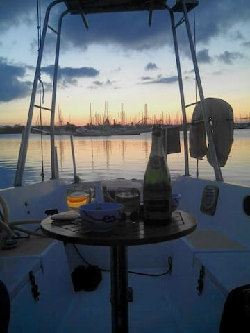 Bateau à quai, voilier 9,30 mètres au Cap d'Agde - Agde - Barco