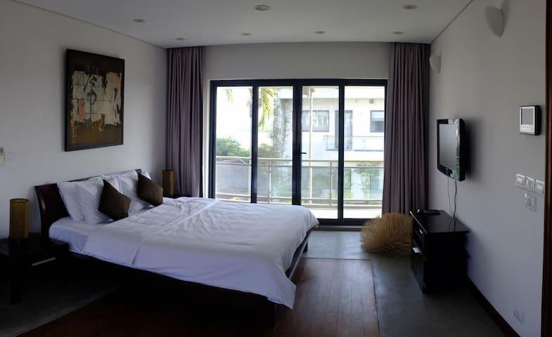 Contemporary Guest House - Hanoi - House