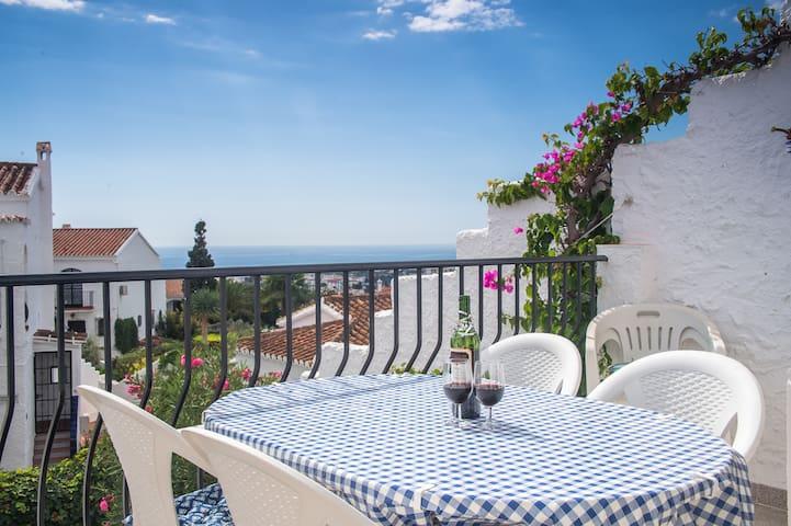 Terrass med havsutsikt och trädgård - Nerja - Apartamento