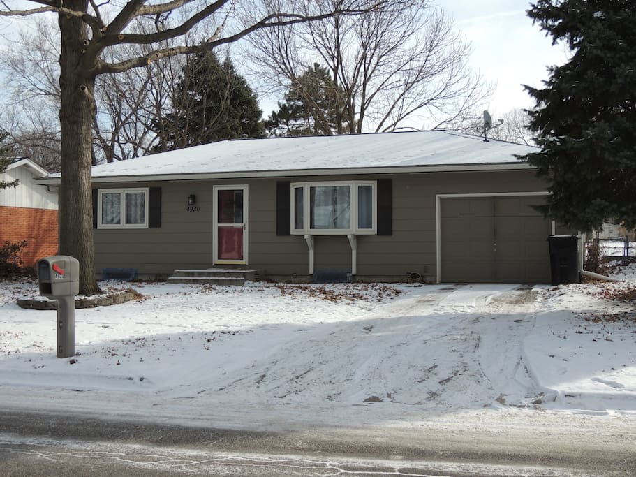 Newly remodeled ranch in wonderful neighborhood. Great location!