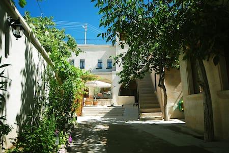 Karadut Cave House - Nevşehir/Göreme