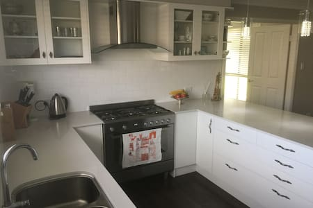New 4 Bdrm House for Country Music Festival - North Tamworth