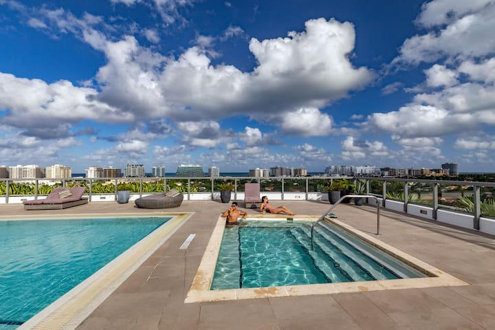 Large 1 Bed 2 Bath | Rooftop pool | Bay Harbor