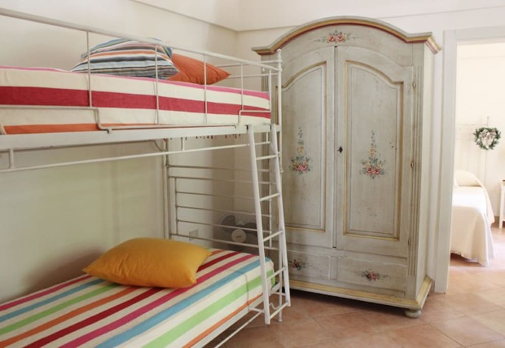 stanza da letto con letti a castello