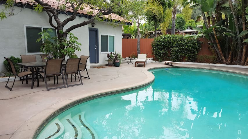 Pasadena Guest House, Newly Renovated, with Pool - Pasadena