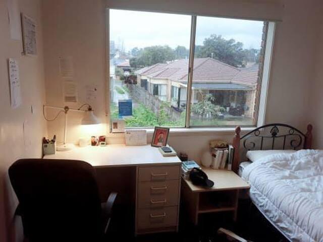 Beautiful single room in Clayton