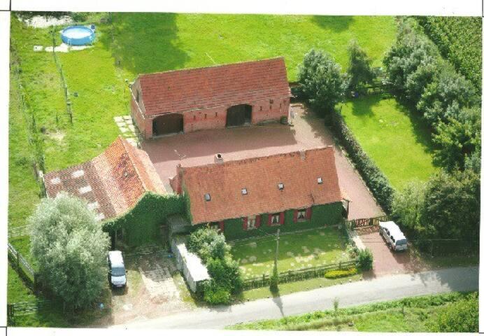 Bâtiments de ferme à la campagne. - Heuvelland - Casa