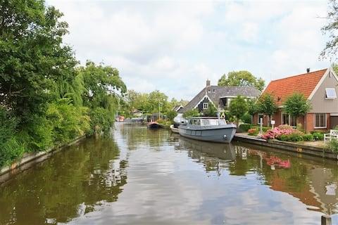 Amsterdam yakınında tekne ve 2 bisiklet dahil rahat ev