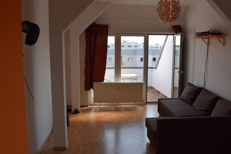 Spacious apartment near Frankfurter Tor - Berlín