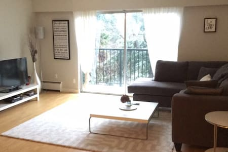 Bright & clean condo in Port Moody! - Port Moody - Byt