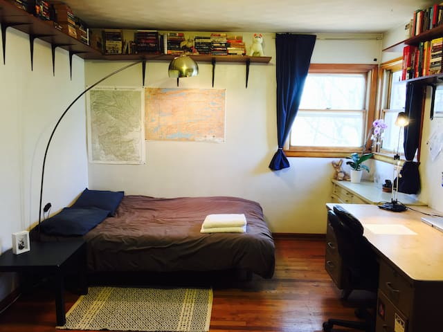 Private, quiet room; 15 minute walk to campus - State College