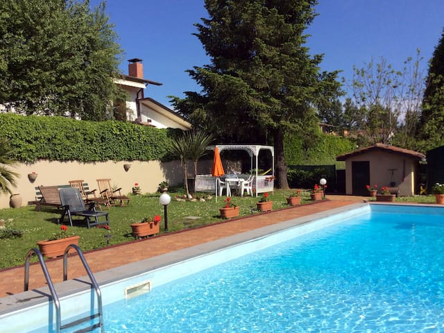 Apartment in a villa with pool - Barga - Apartment