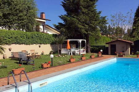 Apartment in a villa with pool - Barga - Flat